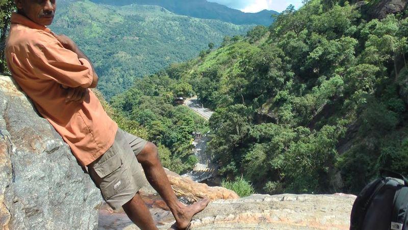 Blick von oben: am Ella Rawana Wasserfall